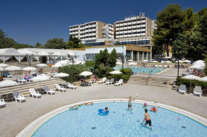 Pical hotel - swimming pool.jpg
