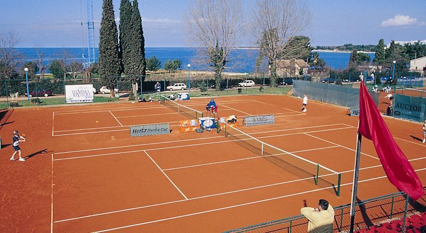 Valamar zaghreb -Tennis court.jpg