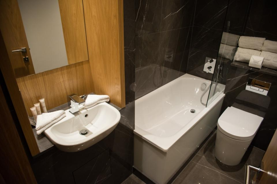 Clarendon Marylebone Apartments - One Bedroom Apartment Bathroom