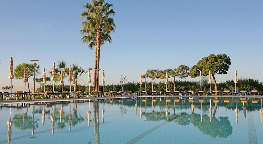crown plaza -swimming pool.jpg