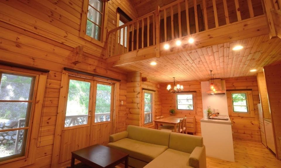 Niseko Accommodation Phoenix Maki Log Chalet 2