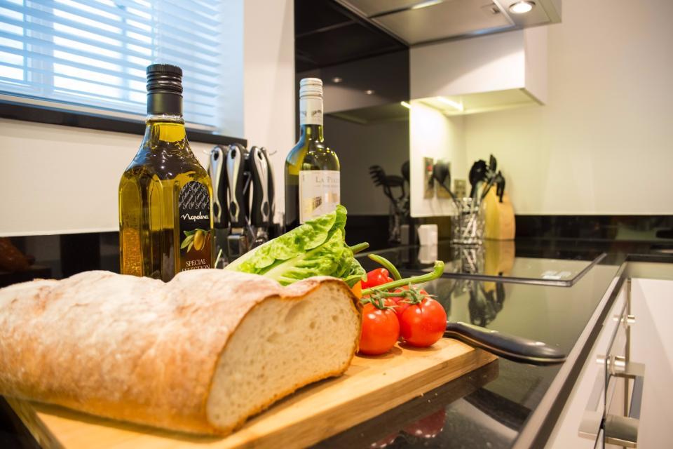 Clarendon Marylebone Apartments - Two Bedroom Apartment - Kitchen