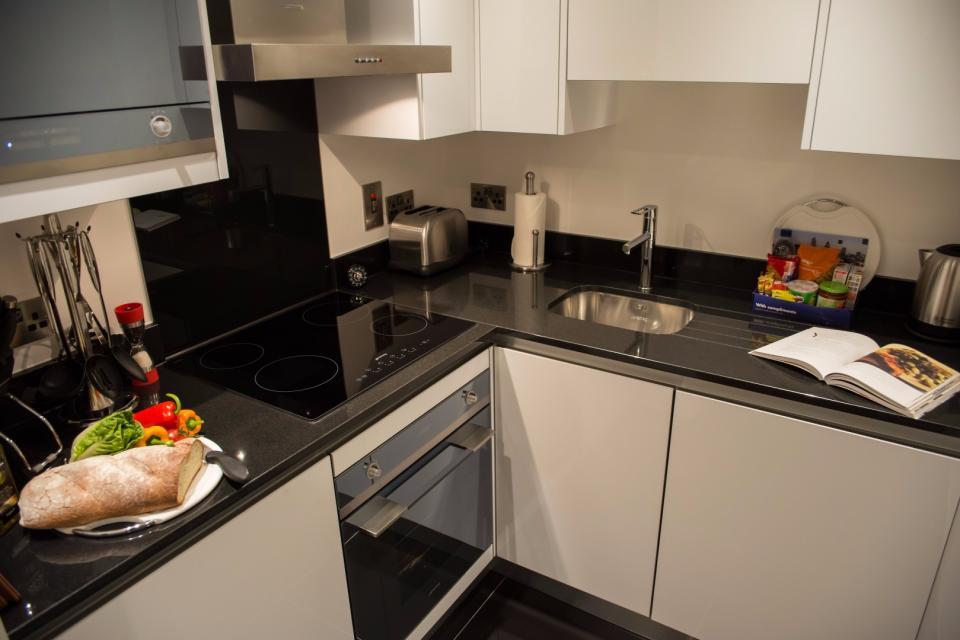 Clarendon Marylebone Apartments - Studio Apartment - Kitchen