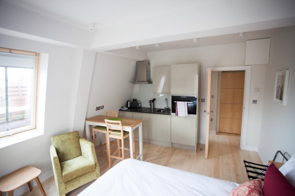 Alma Apartments - Kitchen