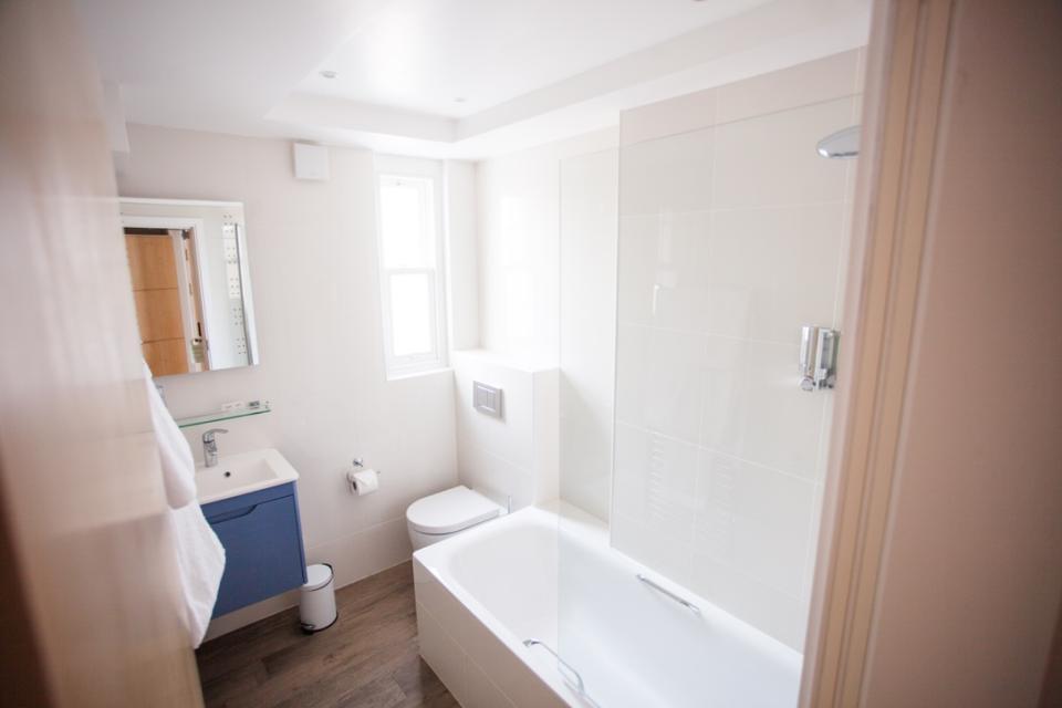 Alma Apartments - Bathroom