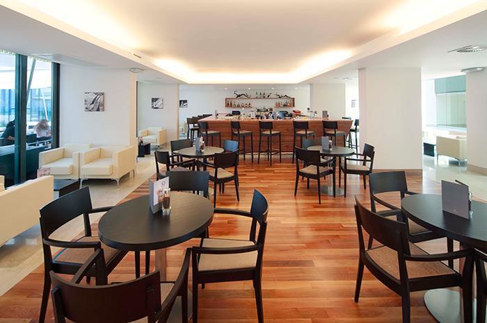 valamar lacroma - Lobby Bar.jpg