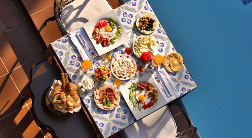 Alp Pasa - Breakfast.jpg