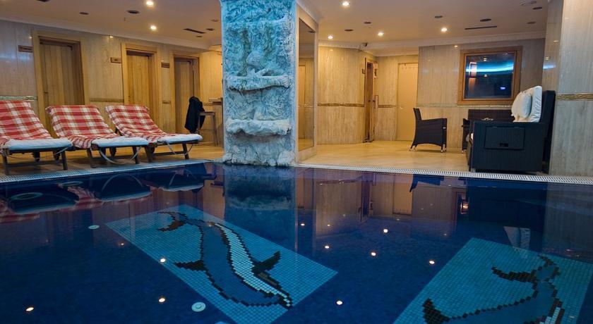 Aspen - pool.jpg