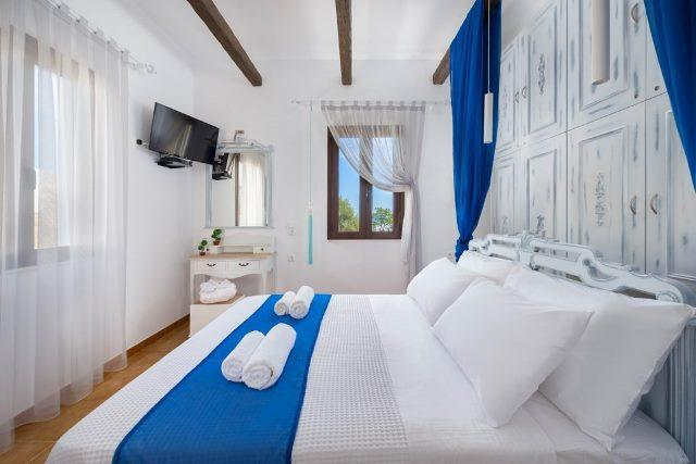 Lindos Diamond - Double bedroom, very light and airy