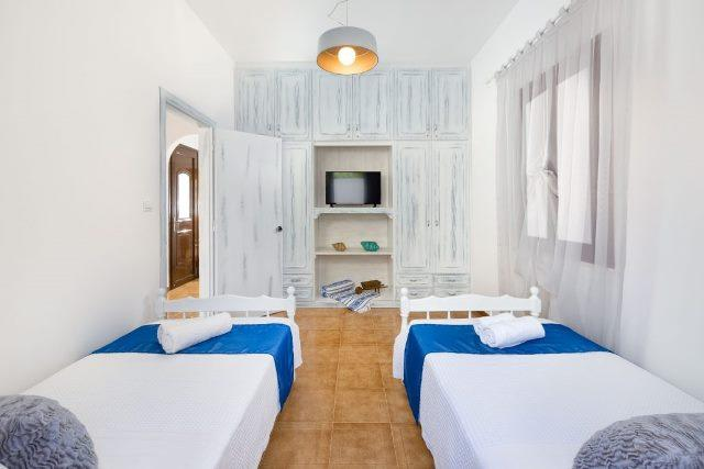 Lindos Diamond - Twin bedroom with plenty of storage space