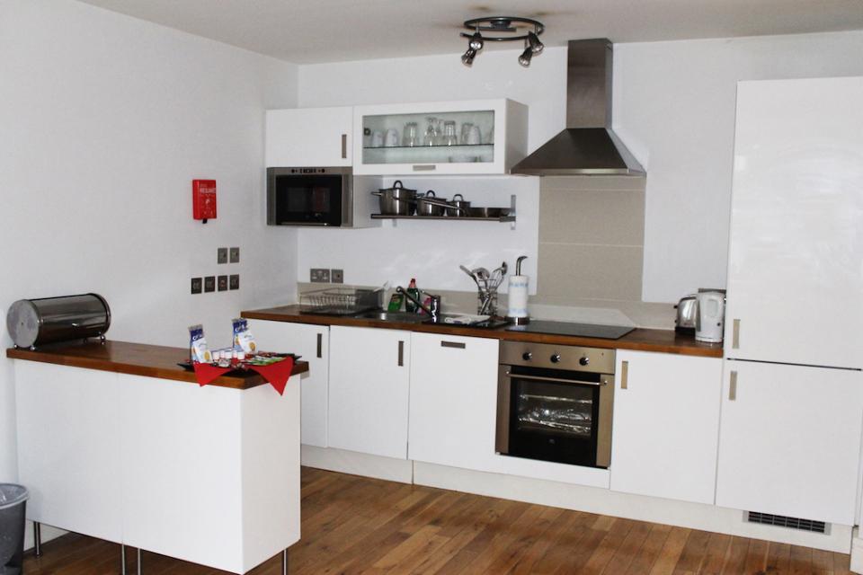 Croydon Serviced Apartments Kitchen Area