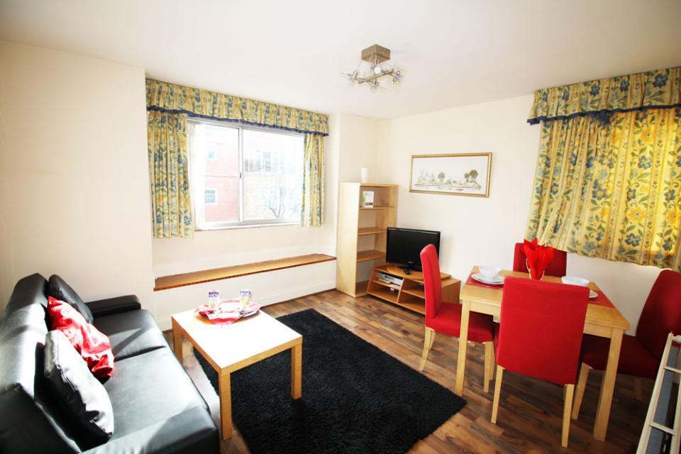 Croydon Serviced Apartments Lounge Area