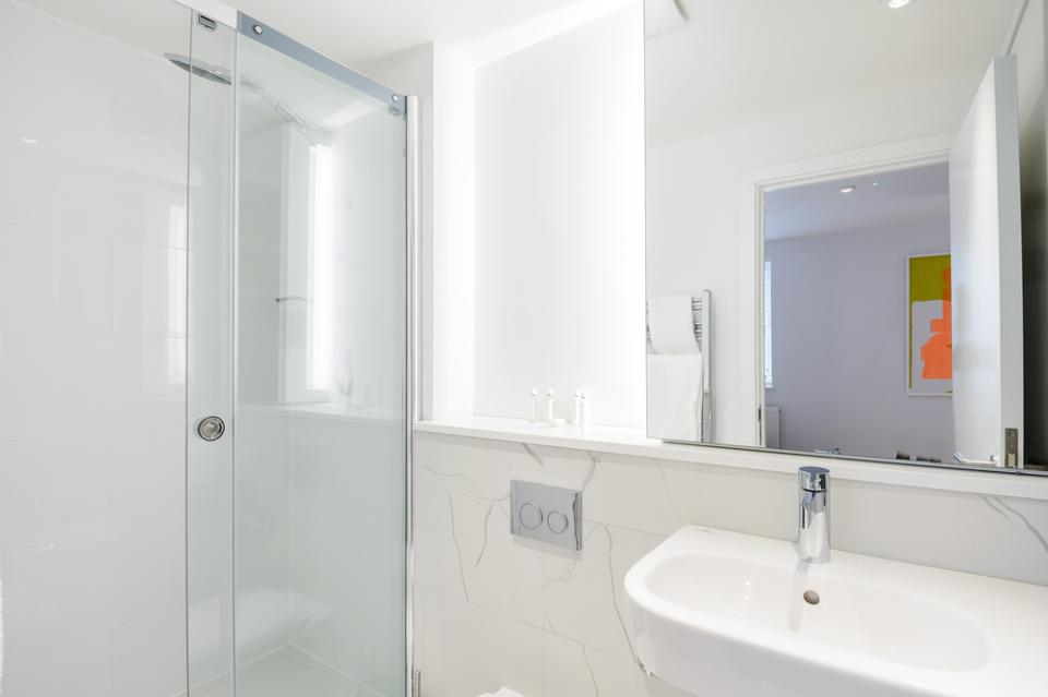 Fulham - Studio Bathroom