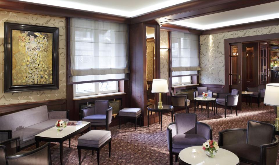 Splendid Etoil - Paris -Hall Splendid Etoile.jpg