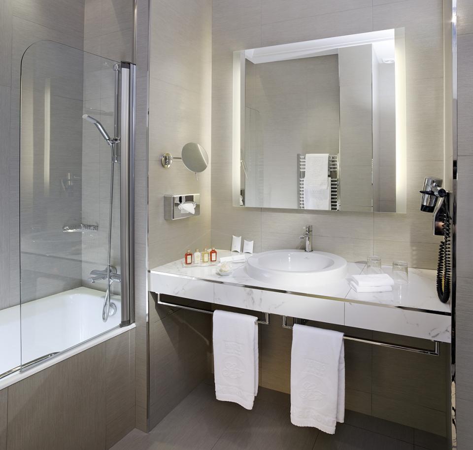 Splendid Etoil - Paris - Salle de bain Privilège  BD1.jpg