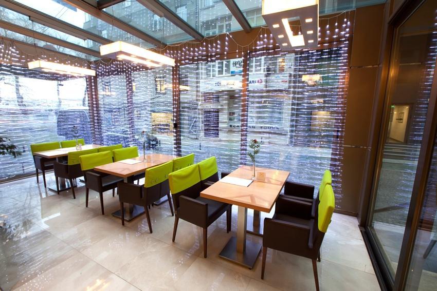 Ramada Plaza - Istanbul - Lobby 2.jpg