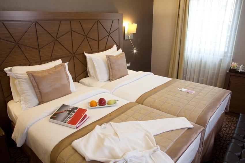 Ramada Plaza - Istanbul - Standard Room1.jpg