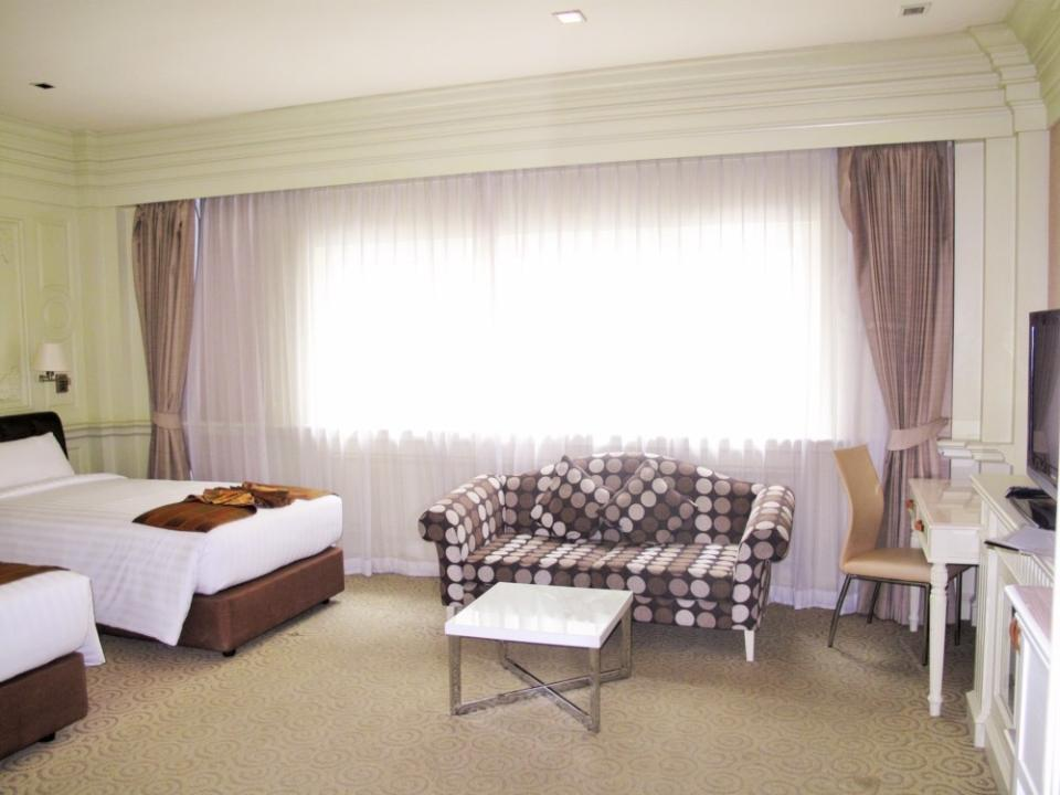 Kingston Suites - Bangkok - Deluxe Room.jpg