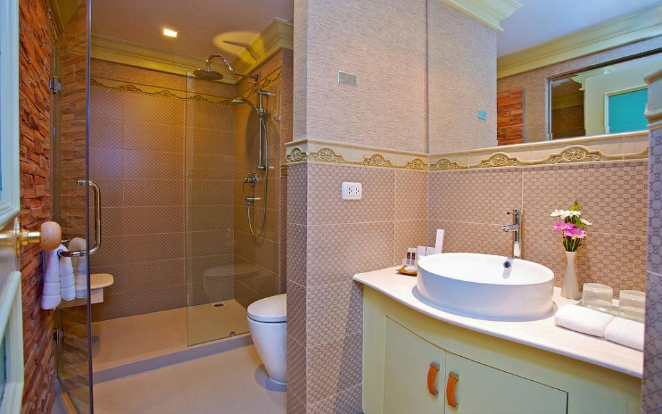 Kingston Suites - Bangkok - Deluxe Room2.jpg