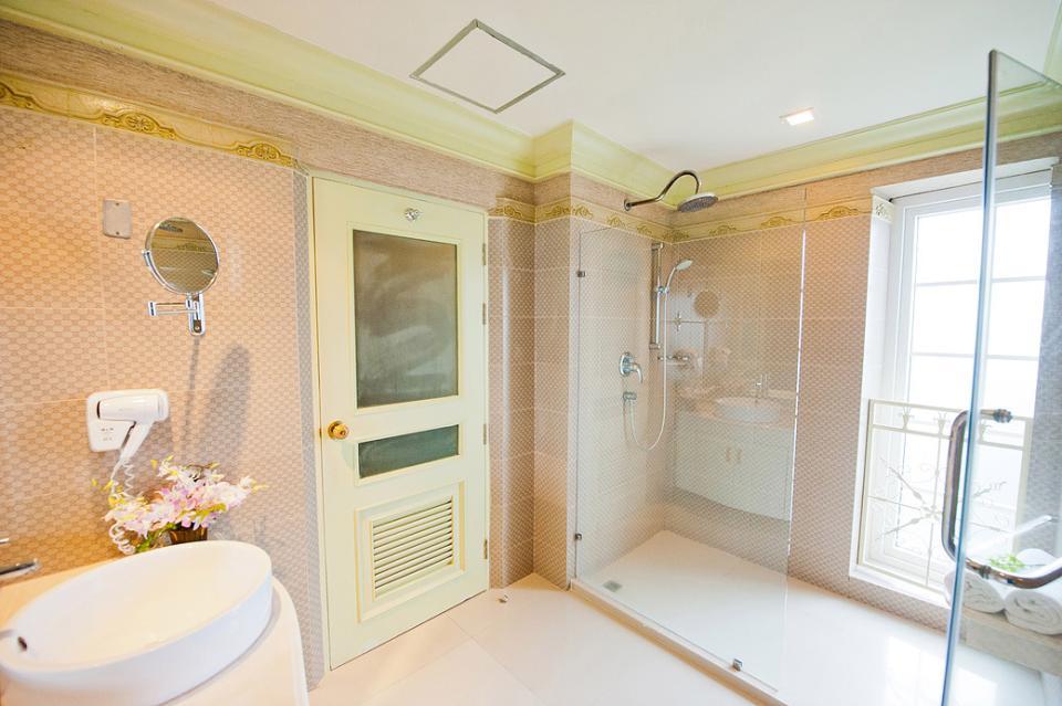 Kingston Suites - Bangkok - Executice Corner .jpg