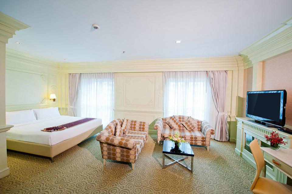 Kingston Suites - Bangkok - Executive Corner .jpg