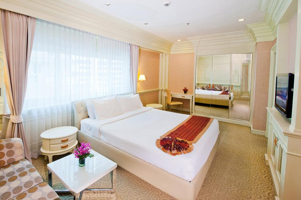 Kingston Suites - Bangkok - Room .jpg