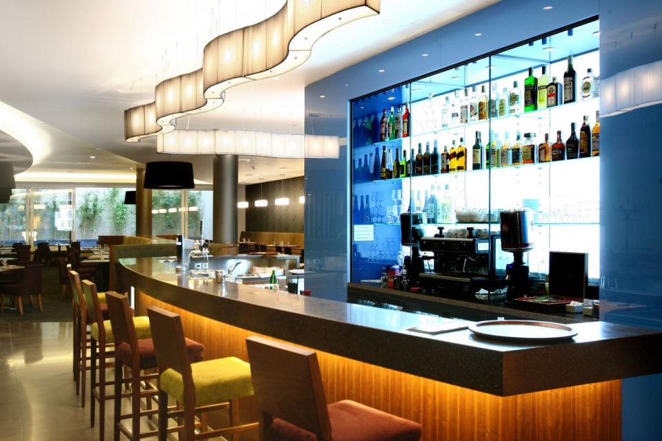 Jurys Inn - Belgrade - Bar.jpg