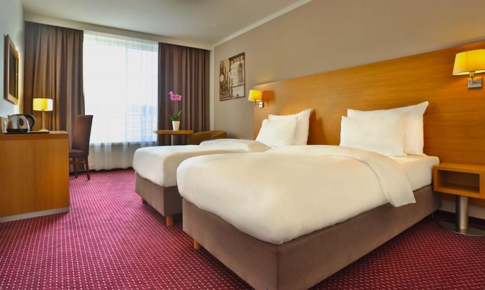 Jurys Inn - Belgrade - Standard Room Twin.jpg