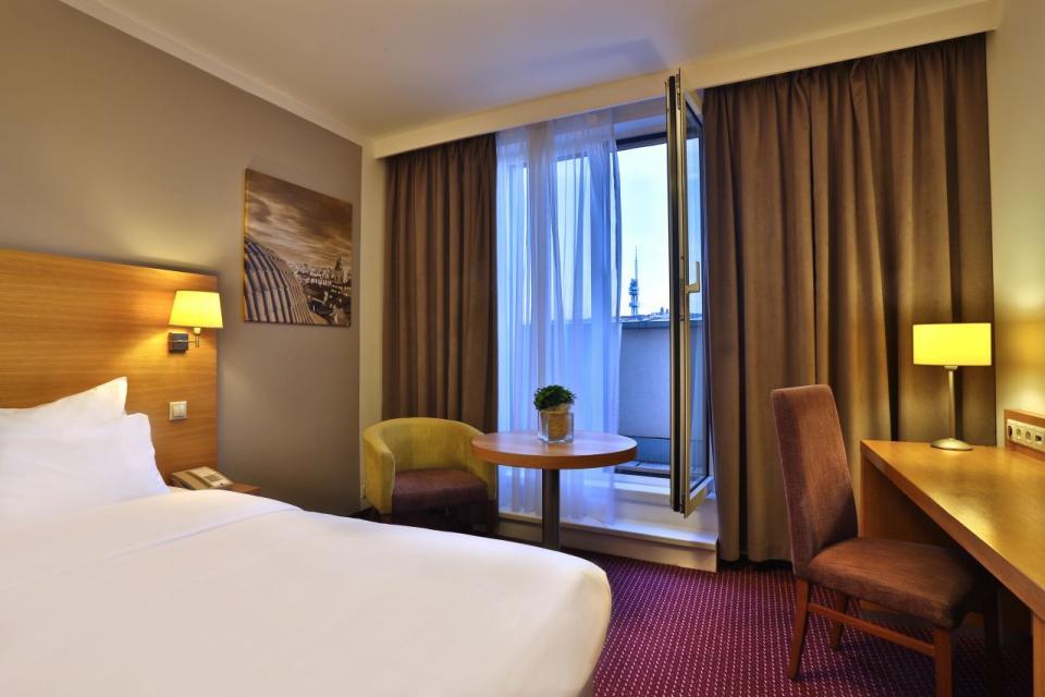 Jurys Inn - Belgrade - Superior Room.jpg