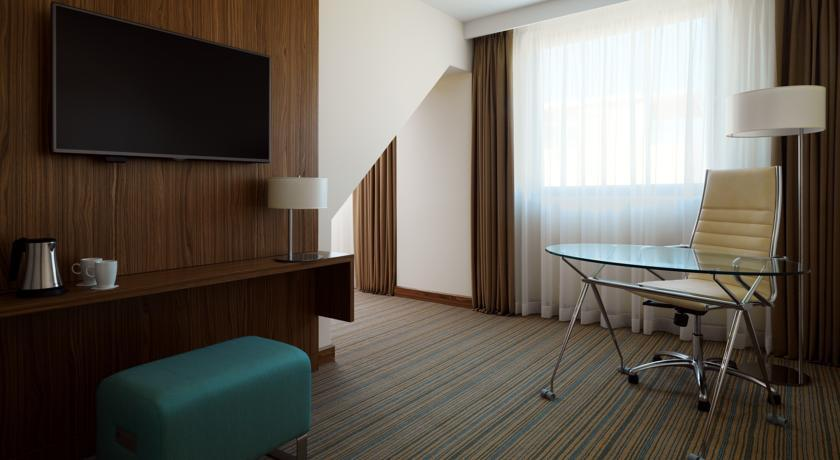 Courtyard Marriott - Belgrade - Room (5).jpg