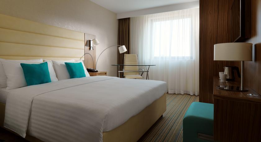 Courtyard Marriott - Belgrade - Room (6).jpg