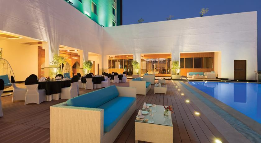 Ramada Plaza - Agra -Pool (2).jpg