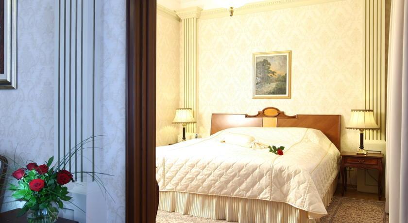 Moskva Hotel - Belgrade - Room  (2).jpg