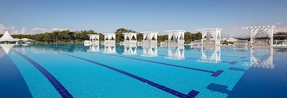 Titanic Deluxe-pool