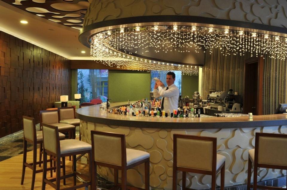 Ramada Plaza Antalya-Bar
