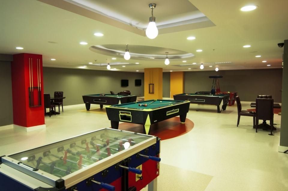 Ramada Plaza Antalya-Billiard
