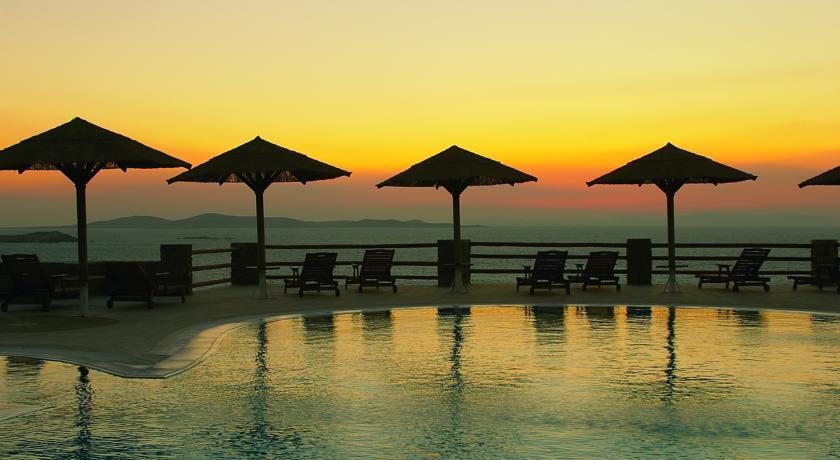 Gorgona Hotel - Mykonos - Pool (1).jpg