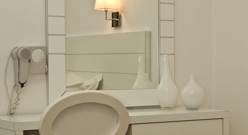 Gorgona Hotel - Mykonos - Room (4).jpg